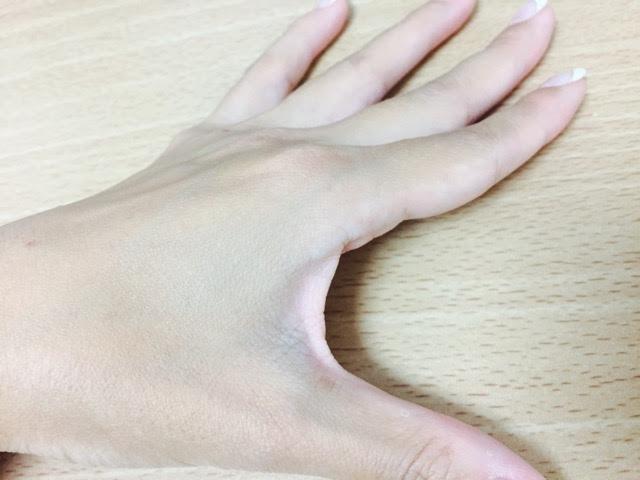 日焼けした手の写真